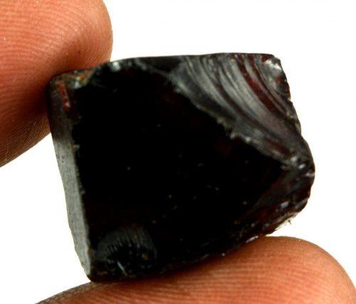 """זירקון גלם שחור לליטוש (קולומביה) 102 קרט מידות: 9*16*18 מ""""מ"""
