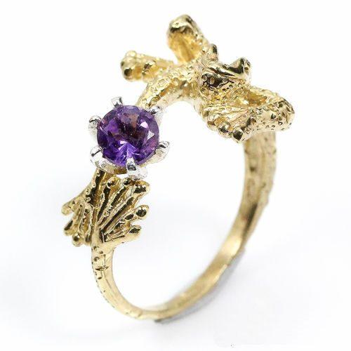 טבעת בשיבוץ אבן אמטיסט עבודת יד.כסף 925 וציפוי זהב מידה: 6.75