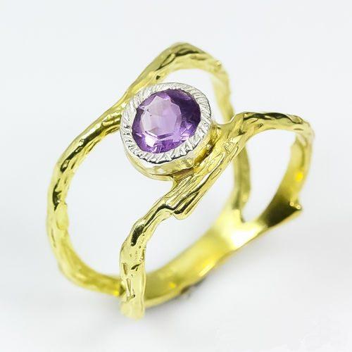 טבעת בשיבוץ אמטיסט עבודת יד כסף 925 וציפוי זהב הטבעת 17.3 קרט