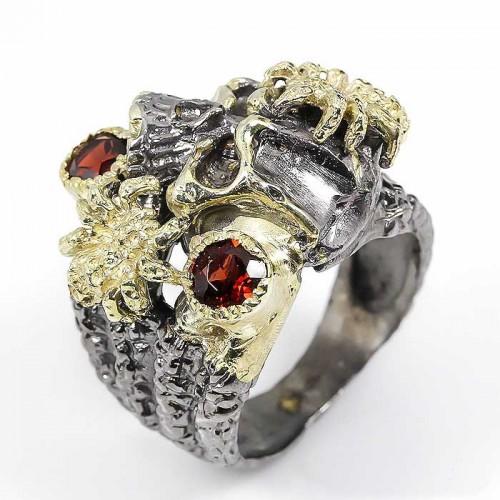 טבעת בשיבוץ אבני גרנט עבודת יד כסף 925 ציפוי זהב ורודיום שחור מידה: 9.75