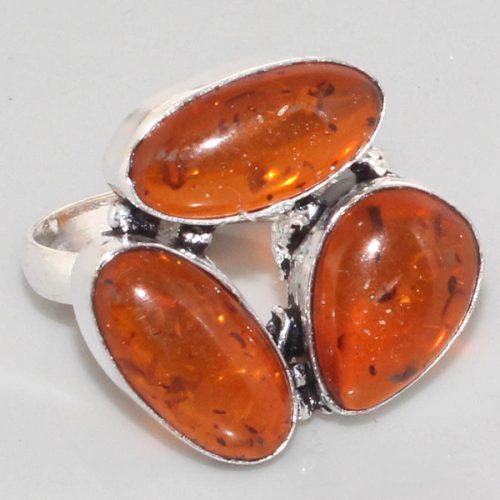 טבעת כסף 925 בשיבוץ 3 ענבר מידה: 9