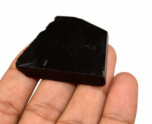 """אוניקס שחור גלם לליטוש (ברזיל) 87 קרט מידות: 6*34*44 מ""""מ"""