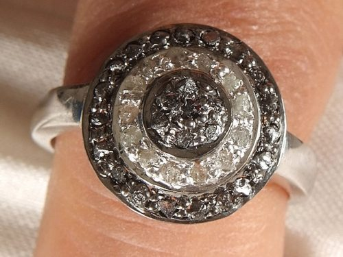 טבעת כסף 925 בשיבוץ יהלומי גלם לבן שחור 0.85 קרט