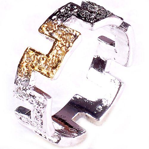 טבעת כסף 925 בשיבוץ יהלומי גלם לבנים וזהובים הטבעת: 0.48 קרט מידה: 7.5