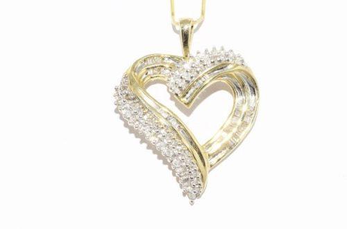 תליון יוקרה זהב צהוב בעיצוב לב ובשיבוץ 69 יהלומים