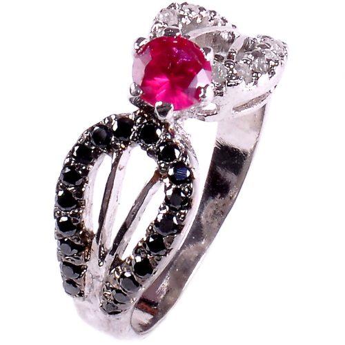 טבעת כסף 925 בשיבוץ יהלומי גלם שחורים ולבנים וזירקון אדום מידה: 7.5