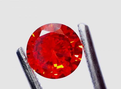 """זירקון טבעי אדום עיצוב עגול (קמבודיה) 5.50 קרט קוטר: 9 מ""""מ עומק: 5 מ""""מ"""