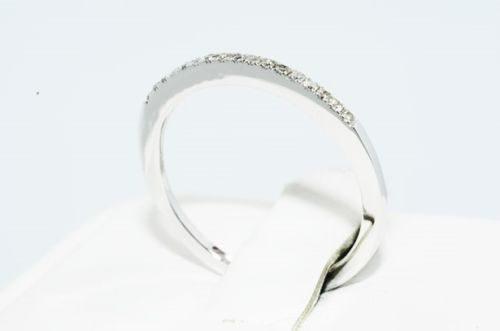 טבעת נישואין זהב לבן 10 קרט בשיבוץ יהלומים לבנים 11. קרט ניקיון: sl3 מידה: 7