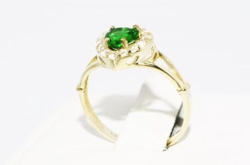 טבעת זהב צהוב 10 קרט בשיבוץ דיופסיד וטופז לבן 95. קרט מידה: 7