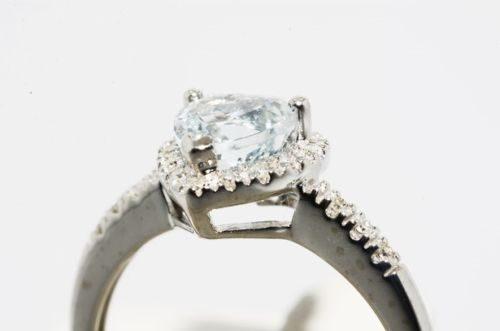 טבעת זהב לבן 10 קרט בשיבוץ אקוומרין ויהלומים 1.04 קרט ניקיון יהלומים: vs2 מידה: 7.25 עיצוב לב