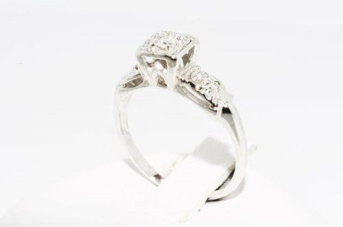 טבעת זהב לבן 14 קרט בשיבוץ יהלומים לבנים 06. קרט ניקיון יהלומים: vs1 מידה: 4.5