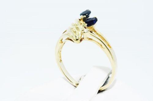 טבעת זהב צהוב 10 קרט בשיבוץ ספיר כחול ויהלומים 36. קרט ניקיון יהלום: I1 מידה: 5.5