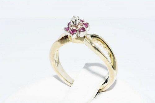 טבעת זהב צהוב 14 קרט בשיבוץ 6 רובי 10. קרטובשיבוץ יהלום 01. קרט מידה: 3.25