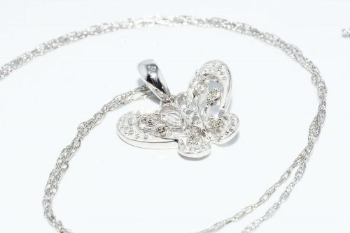 תליון ושרשרת זהב לבן 10 קרט עיצוב פרפר בשיבוץ 6 יהלומים במשקל: 06. קרט
