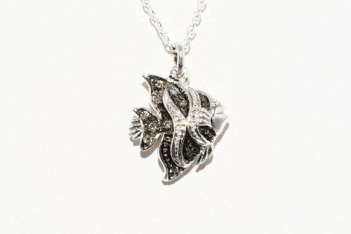 תליון ושרשרת כסף 925 עיצוב דג בשיבוץ 9 יהלומים אפורים 10. קרט ניקיון יהלומים: I1