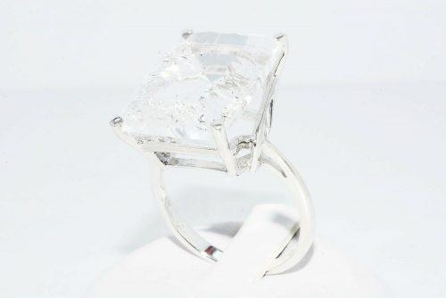 טבעת כסף 925 בשיבוץ טופז לבן 20.01 קרט מידה: 10.25