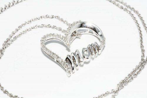 תליון ושרשרת כסף 925בשיבוץ 40 יהלומים 13. קרט ניקיון יהלומים: SI3 עיצוב לב ו- mom