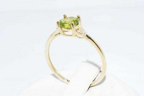 טבעת זהב צהוב 10 קרט בשיבוץ פרידות 1 קרט ובשיבוץ 6 יהלומים לבנים 04. קרט מידה: 8.25