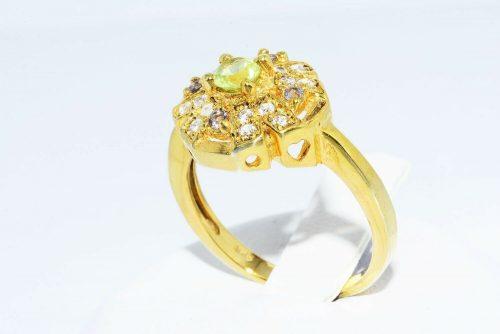 טבעת כסף ציפוי זהב בשיבוץ פרידות 24.קרט, טופז לבן 28.קרט, איולייט 07.קרט מידה: 7.25