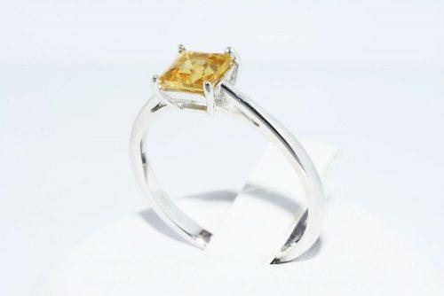 טבעת זהב לבן 10 קרט בשיבוץ סיטרין 1.10 קרט איכות AAA מידה: 7.25 משקל: 1.96 גרם