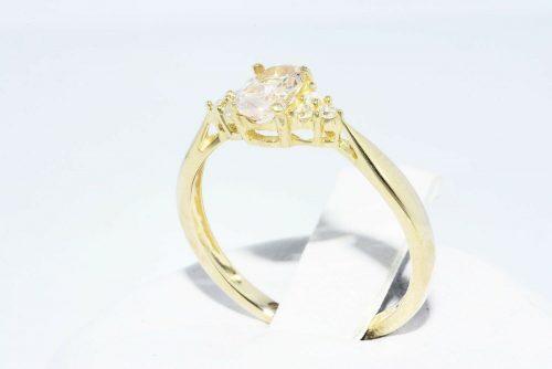 טבעת זהב 14 קרט בשיבוץ מורגנייט 24. קרט + 6 יהלומים לבנים ניקיון: VS1 מידה: 6.25