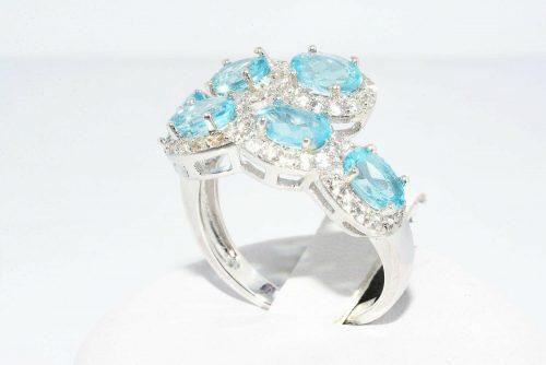 טבעת יוקרה כסף 925 בשיבוץ 6 טופז כחול 1.75 קרט + 72 טופז לבן 1.50 קרט מידה: 8.25