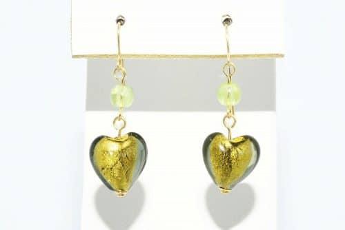 עגילי זהב 14 קרט בשיבוץ זכוכית מורנו עיצוב לב 7 קרט 2 פרידות 1 קרט משקל: 2.19 גרם