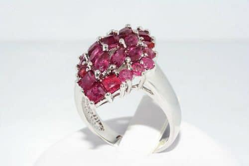 טבעת יוקרה כסף 925 בשיבוץ 25 רובי 3.5 קרט מידה: 7.25 \ 10.25 משקל: 4.99 גרם