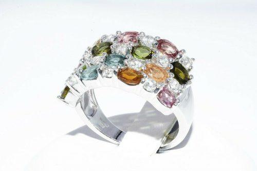 טבעת כסף יוקרה בשיבוץ 14 טורמלין בצבעים 1.75 קרט + 14 טופז לבן 75. קרט מידה: 7.25