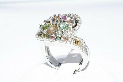 טבעת יוקרה כסף 925 בשיבוץ 24 טורמלין 2.25 קרט בשיבוץ 40 טופז לבן 40. קרט מידה: 7.25