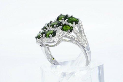 טבעת יוקרה כסף 925 משובץ 7 דיופסיד 2.45 קרט + 86 טופז לבן 75. קרט מידה: 8.25
