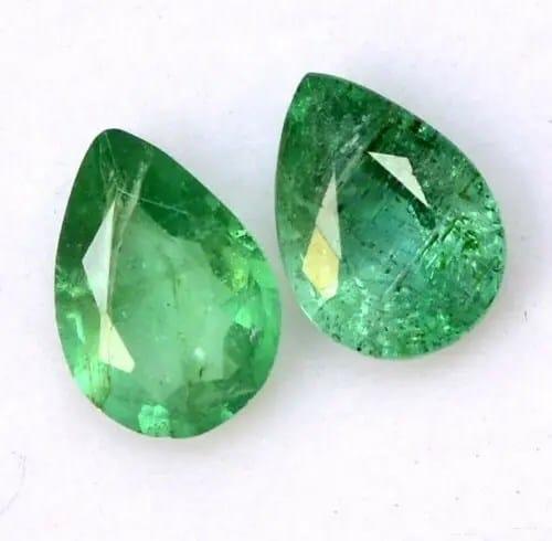 זוג אמרלד איזמרגד ברקת Emerald טיפה מלוטש לשיבוץ עגילים במשקל: 1.28 קרט