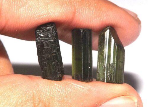 טורמלין ירוק Tourmaline גלם לליטוש אפריקה 3 יחידות משקל: 13.70 קרט